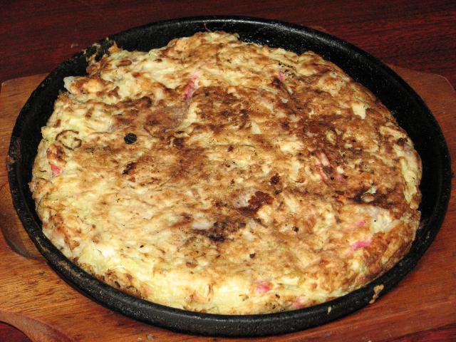 ステーキ風お好み焼き 1,000円 肉や海鮮がミックスで楽しめ、手作り人気メニューです。