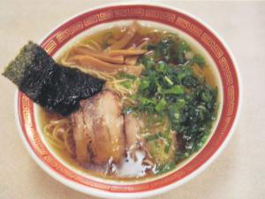 ラーメン 600円 鶏ガラ、豚ガラでじっくり。美味しい中華スープが評判。
