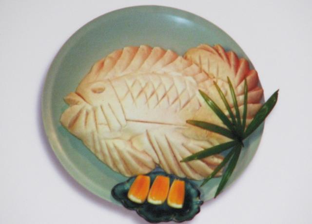 鯛の塩釜焼き 4,500~5,000円  ※時期や大きさにより異なる場合がございます。 鯛を1匹つつみ焼き。ふっくらジューシーで大好評。ホームパーティなどにお持ち帰りも好評です。3~4名で取り分けてお召し上がりください。